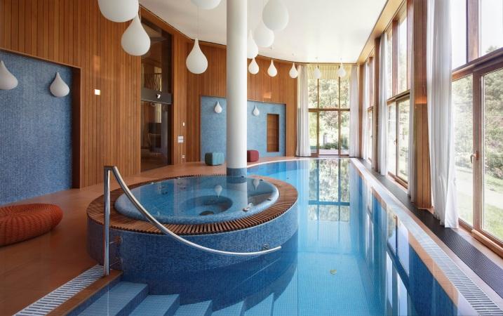 бассейн в проекте загородного дома