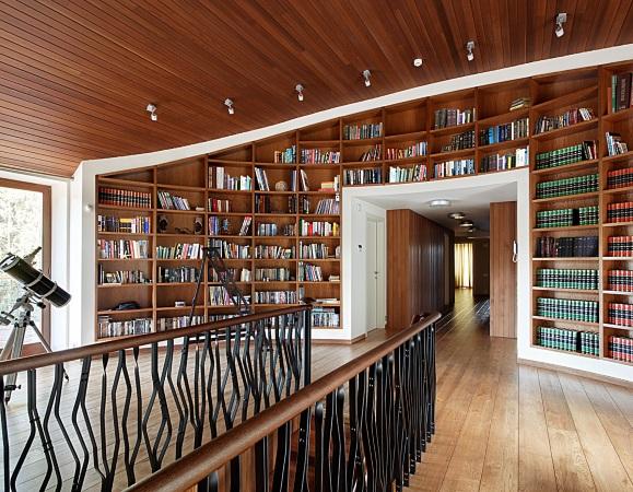 библиотека в загородном доме
