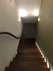 Лестница в интерьере пентхауса на Соколе